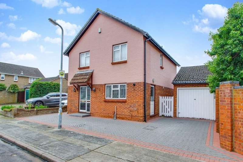 4 Bedrooms Detached House for sale in Sadlers, Benfleet