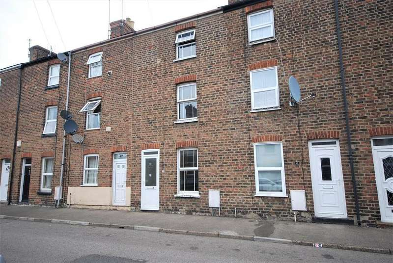 3 Bedrooms Town House for sale in Cross Street, Spalding