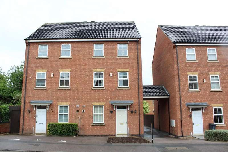 5 Bedrooms Semi Detached House for sale in Oakwood Road, Near Blackbird Road, Leicester