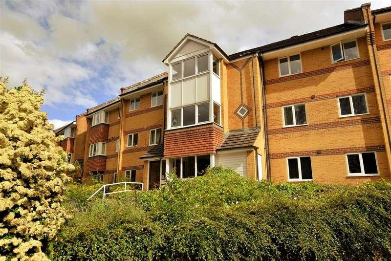 2 Bedrooms Flat for sale in Wheeler Court, Tilehurst, Reading