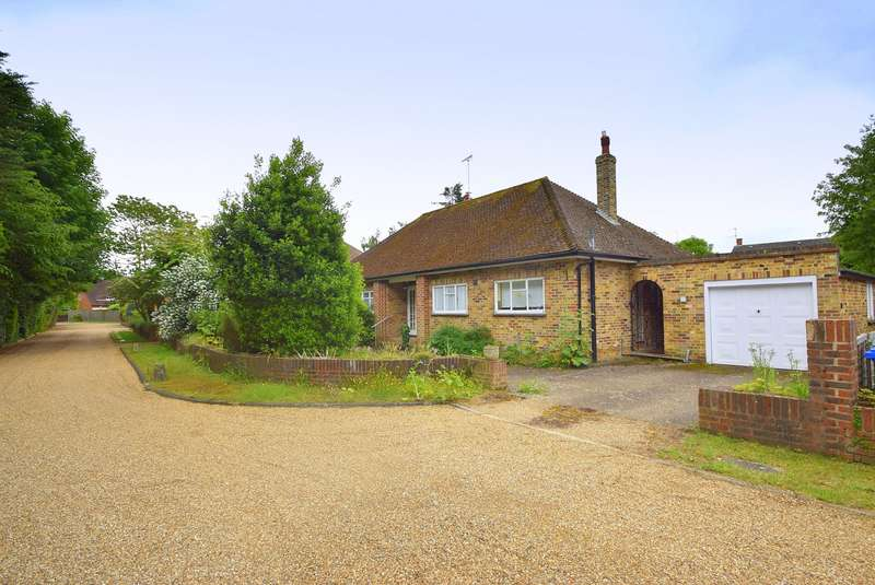 3 Bedrooms Detached Bungalow for sale in The Drive, Datchet, SL3