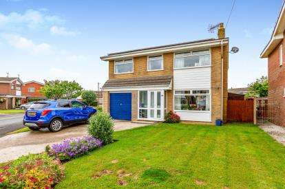 5 Bedrooms Detached House for sale in Wentworth Avenue, Fleetwood, Lancashire, ., FY7