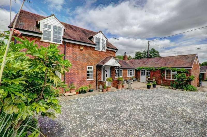 4 Bedrooms Detached House for sale in Lane End Village