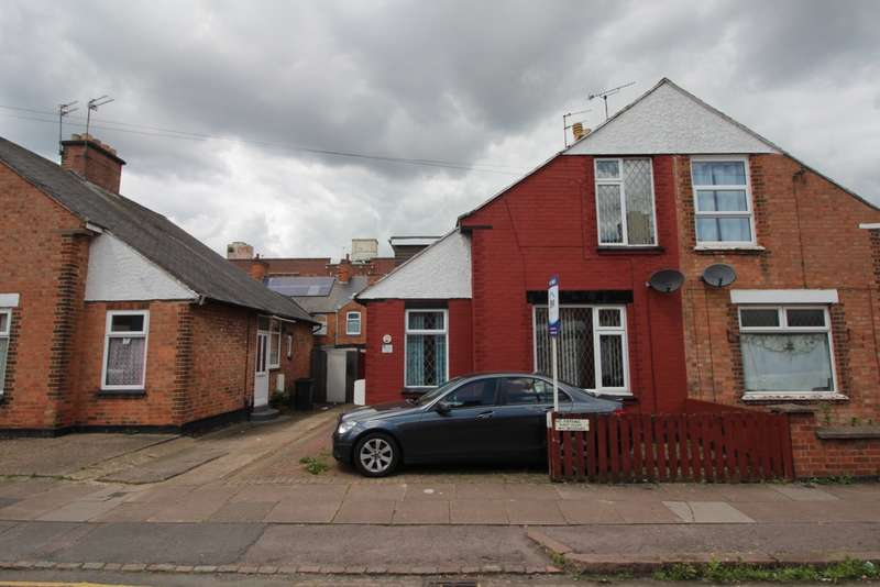 3 Bedrooms Semi Detached House for sale in Rosebery Street, Leicester, LE5