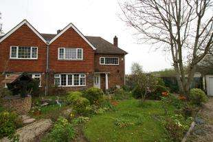 3 Bedrooms Semi Detached House for sale in The Bowlings, New Road, Sedlescombe, Battle