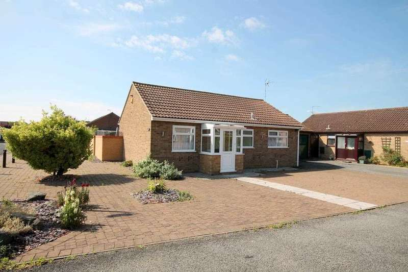 2 Bedrooms Bungalow for sale in Saxstead Drive, Clacton on Sea