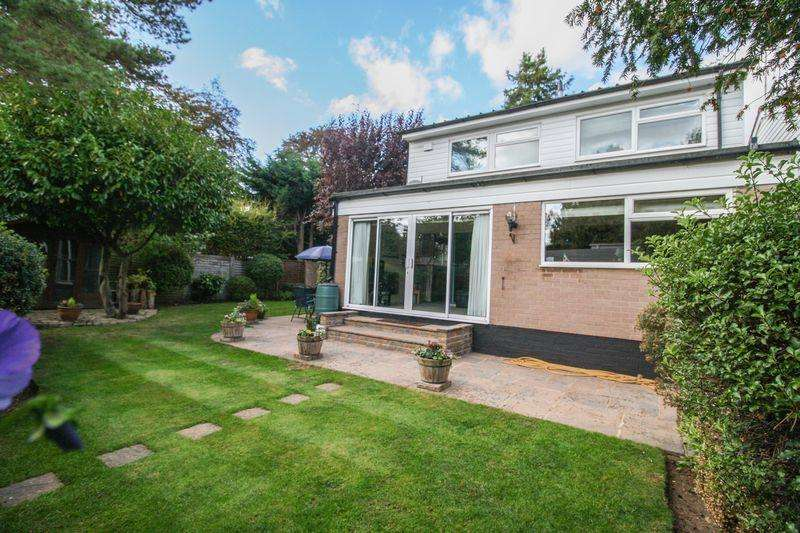 4 Bedrooms Detached House for sale in Maidenhead - Camperdown