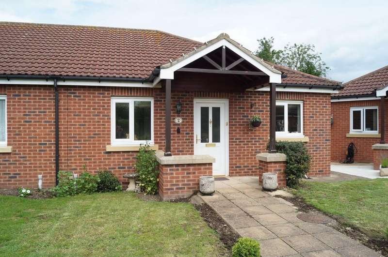 2 Bedrooms Semi Detached Bungalow for sale in Greenaway Court, Cherry Willingham, Lincoln