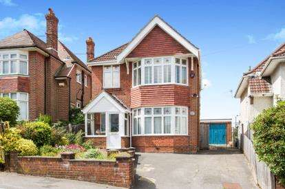 4 Bedrooms Detached House for sale in Bitterne, Southampton, Hampshire