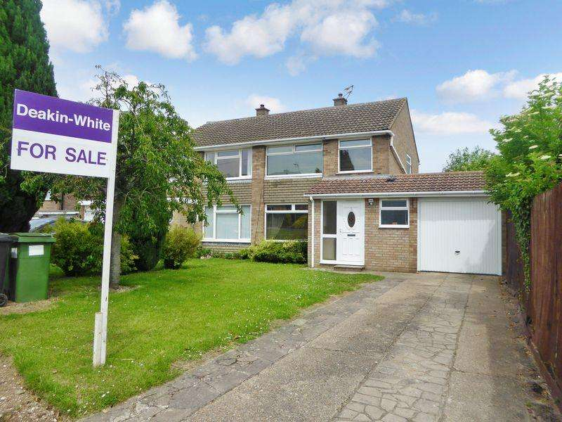 3 Bedrooms Semi Detached House for sale in Staveley Road, Dunstable