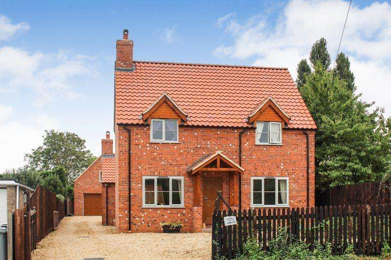 4 Bedrooms Detached House for sale in Swallow Hill, Bourne
