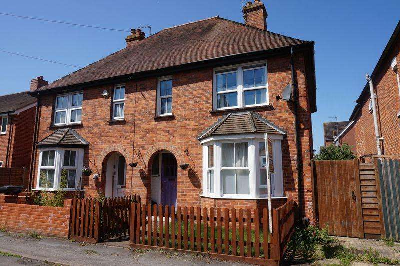 3 Bedrooms Semi Detached House for sale in Jubilee Road, Newbury