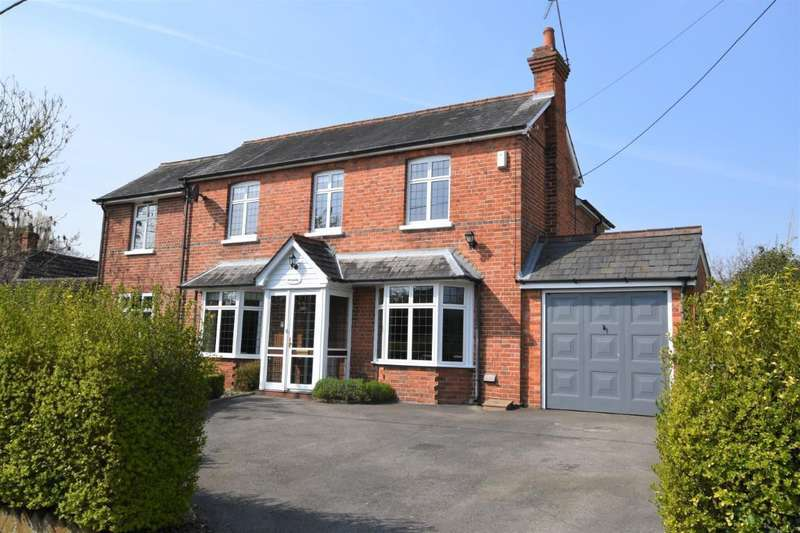 4 Bedrooms Detached House for sale in Auclum Lane, Burghfield Common, Reading, RG7