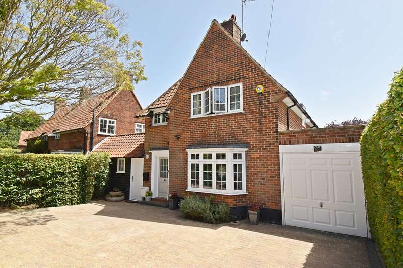 4 Bedrooms Detached House for sale in Digswell Road, Welwyn Garden City, AL8