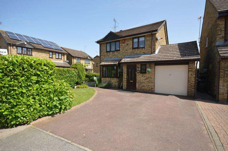 3 Bedrooms Detached House for sale in Kirby Drive.