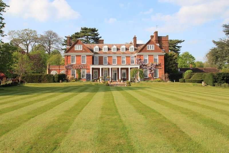 2 Bedrooms Apartment Flat for sale in Holwell Court, Nr. Essendon, Hertfordshire, AL9 5RL