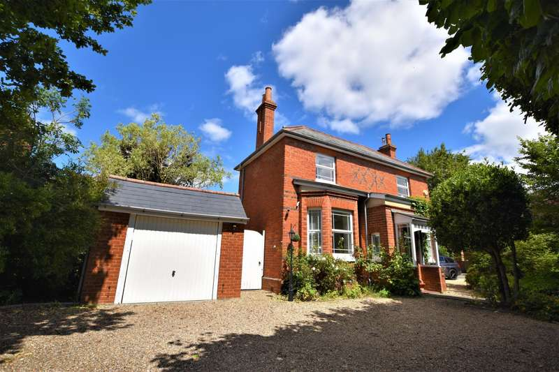 4 Bedrooms Detached House for sale in Burghfield Common, Reading, RG7