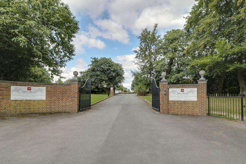 2 Bedrooms Apartment Flat for sale in Windsor Forest Court, Ascot