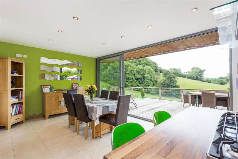 5 Bedrooms Detached House for sale in 5 Theescombe Hill, Amberley, Stroud