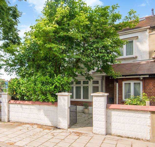 4 Bedrooms End Of Terrace House for sale in Netheravon Road, Chiswick W4