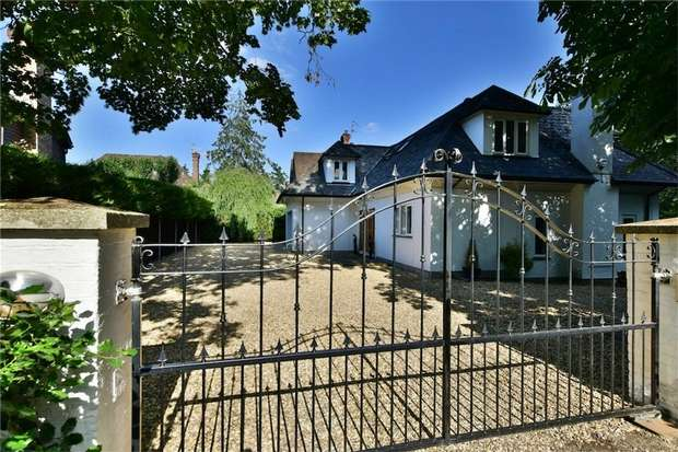 4 Bedrooms Detached House for sale in Pinewood Road, Iver Heath, Buckinghamshire