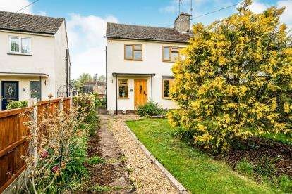 3 Bedrooms Semi Detached House for sale in Churchill Road, Leighton Buzzard, Beds, Bedfordshire