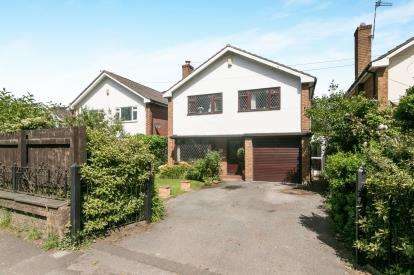 4 Bedrooms Detached House for sale in Hooton Road, Willaston, Neston, Cheshire, CH64