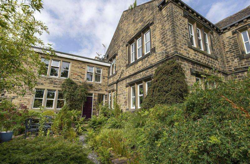 2 Bedrooms Cottage House for sale in Delph Field Cottage, Kebroyd, Ripponden, HX6 3HT