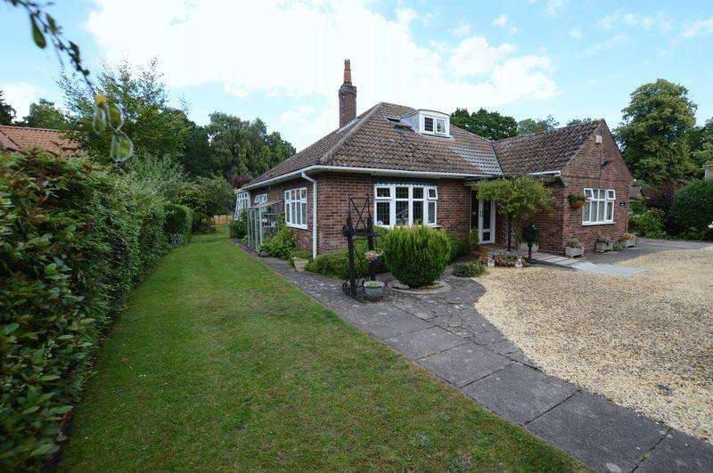3 Bedrooms Bungalow for sale in The Cedars, The Broadway, Woodhall Spa