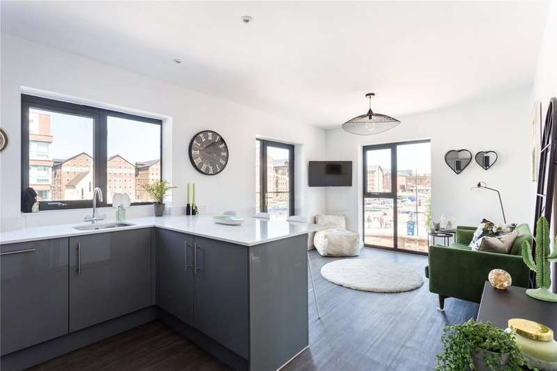 2 Bedrooms Flat for sale in Mariners Court, West Quay, The Docks, Gloucester, GL1