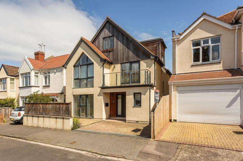 4 Bedrooms Detached House for sale in Lawrence Grove, Bristol