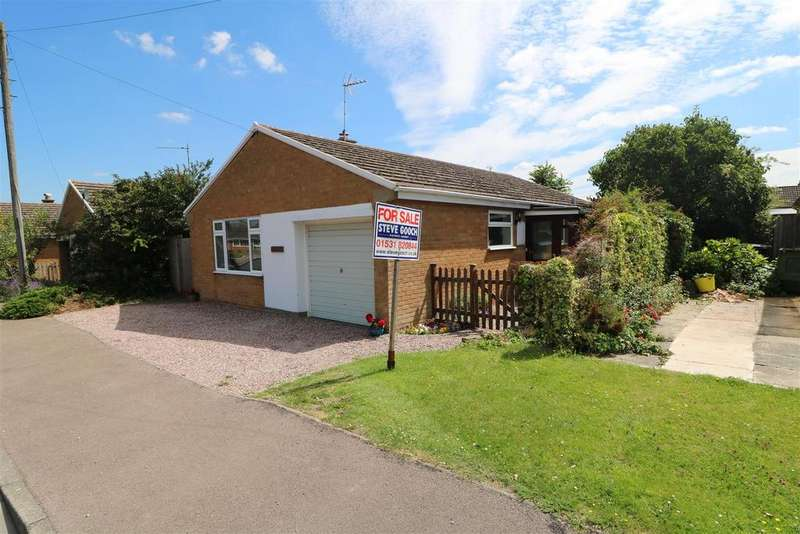 3 Bedrooms Detached Bungalow for sale in Byfords Close, Huntley, Gloucester