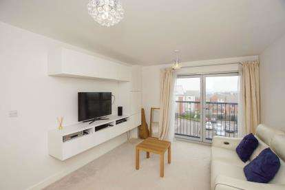 2 Bedrooms Flat for sale in The Square, Long Down Avenue, Cheswick Village, Bristol