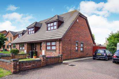 2 Bedrooms Semi Detached House for sale in Gallivan Close, Little Stoke, Bristol