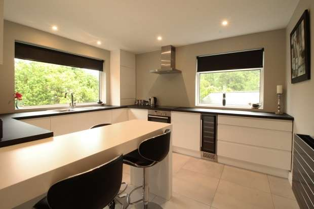 2 Bedrooms Apartment Flat for sale in Beechfield Road, Alderley Edge, Cheshire, SK9 7AT