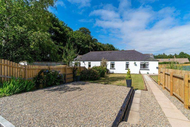 3 Bedrooms Semi Detached Bungalow for sale in 14 Home Farm Road, Alloway, Ayr, KA7 4XH