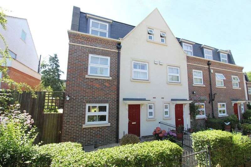 4 Bedrooms Property for sale in Rossiter Close, London