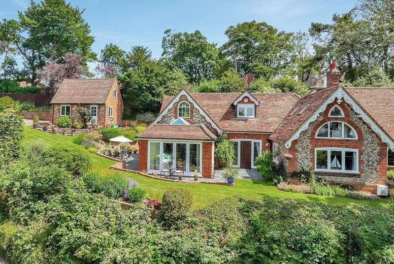 4 Bedrooms House for sale in Harvest Hill, Bourne End, SL8