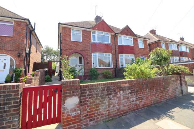 3 Bedrooms Semi Detached House for sale in Astaire Avenue, Eastbourne, BN22