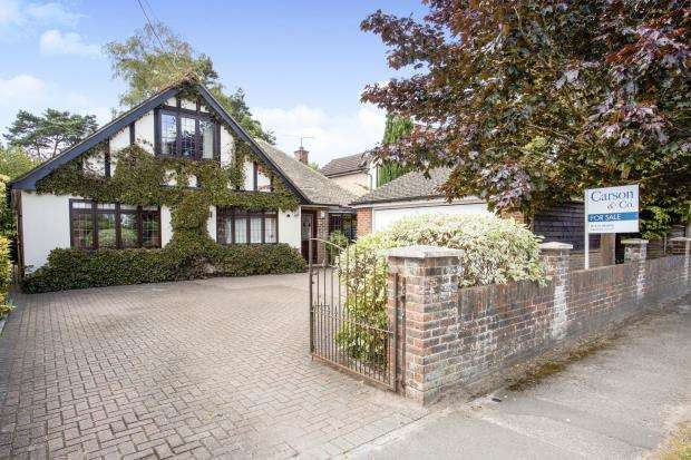 4 Bedrooms Bungalow for sale in Lightwater, Surrey, United Kingdom