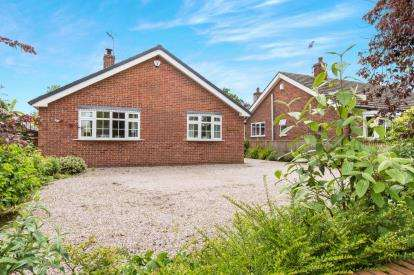 3 Bedrooms Bungalow for sale in Wrenbury Heath Road, Wrenbury, Nantwich, Cheshire