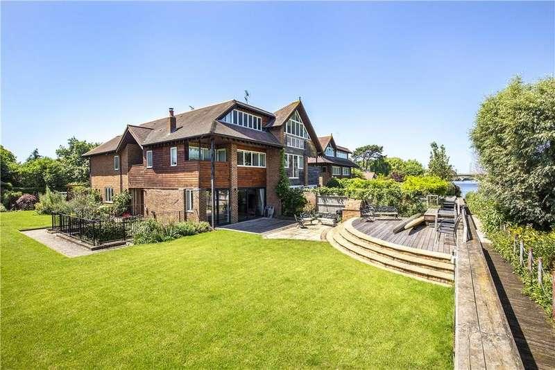 5 Bedrooms Semi Detached House for sale in Ducks Walk, East Twickenham, TW1