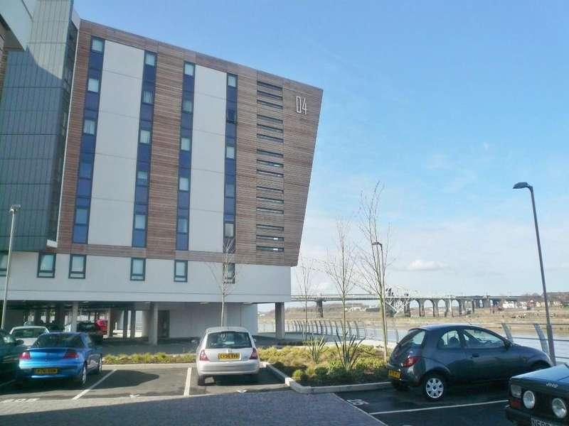 2 Bedrooms Flat for rent in The Deck, Lock , Runcorn