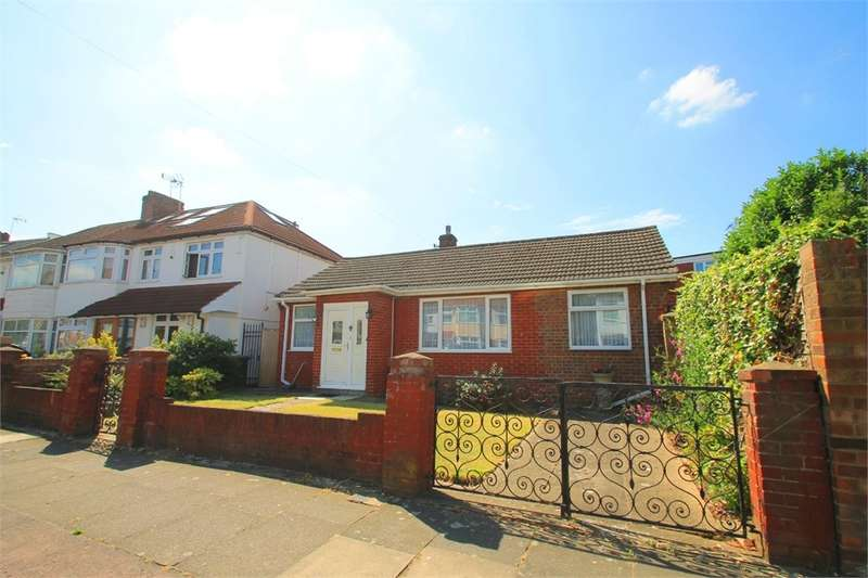 2 Bedrooms Detached Bungalow for sale in Rayleigh Road, N13