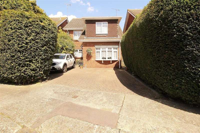 4 Bedrooms Detached House for sale in Glebelands, Benfleet