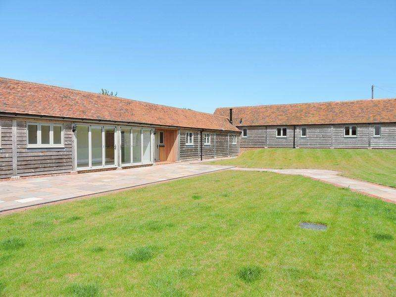 4 Bedrooms Barn Conversion Character Property for rent in Shedfield, Nr Bishops Waltham / Fareham / Portsmouth / Southampton