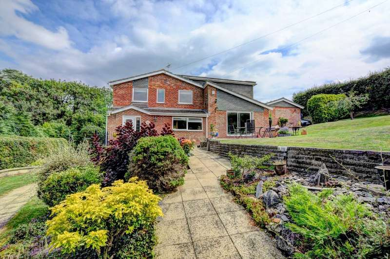 4 Bedrooms Detached House for sale in Water End Road, Beacon`s Bottom