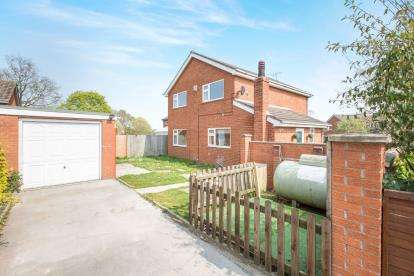 4 Bedrooms Detached House for sale in Oakfield Avenue, Wrenbury, Cheshire
