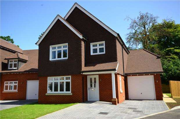 3 Bedrooms Detached House for sale in Windrush Heights, Little Sandhurst, Berkshire