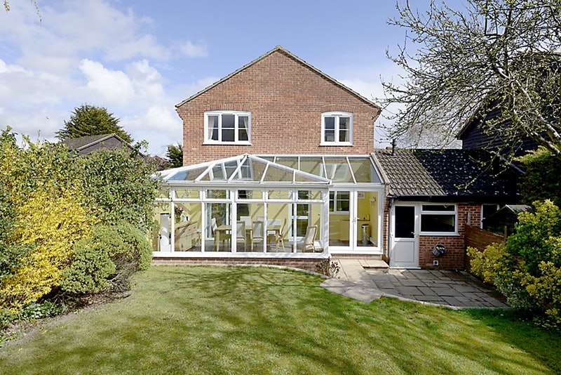 3 Bedrooms Link Detached House for sale in Fromont Drive, Thatcham, Berkshire, RG19